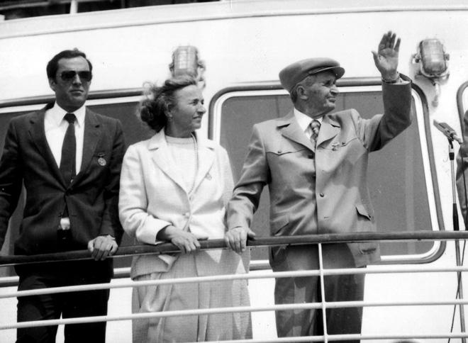 De la stanga la dreapta: Nicu, Elena si Nicolae Ceausescu