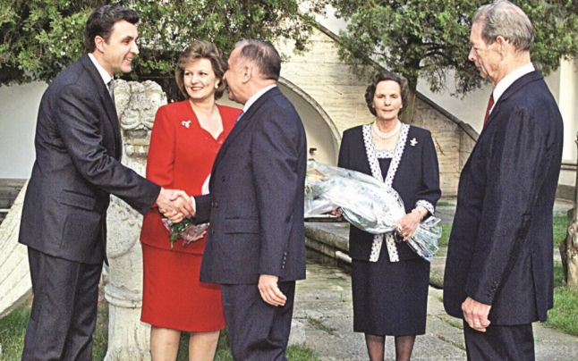 De la stanga la dreapta: Radu Duda, Ion Iliescu, regele Mihai
