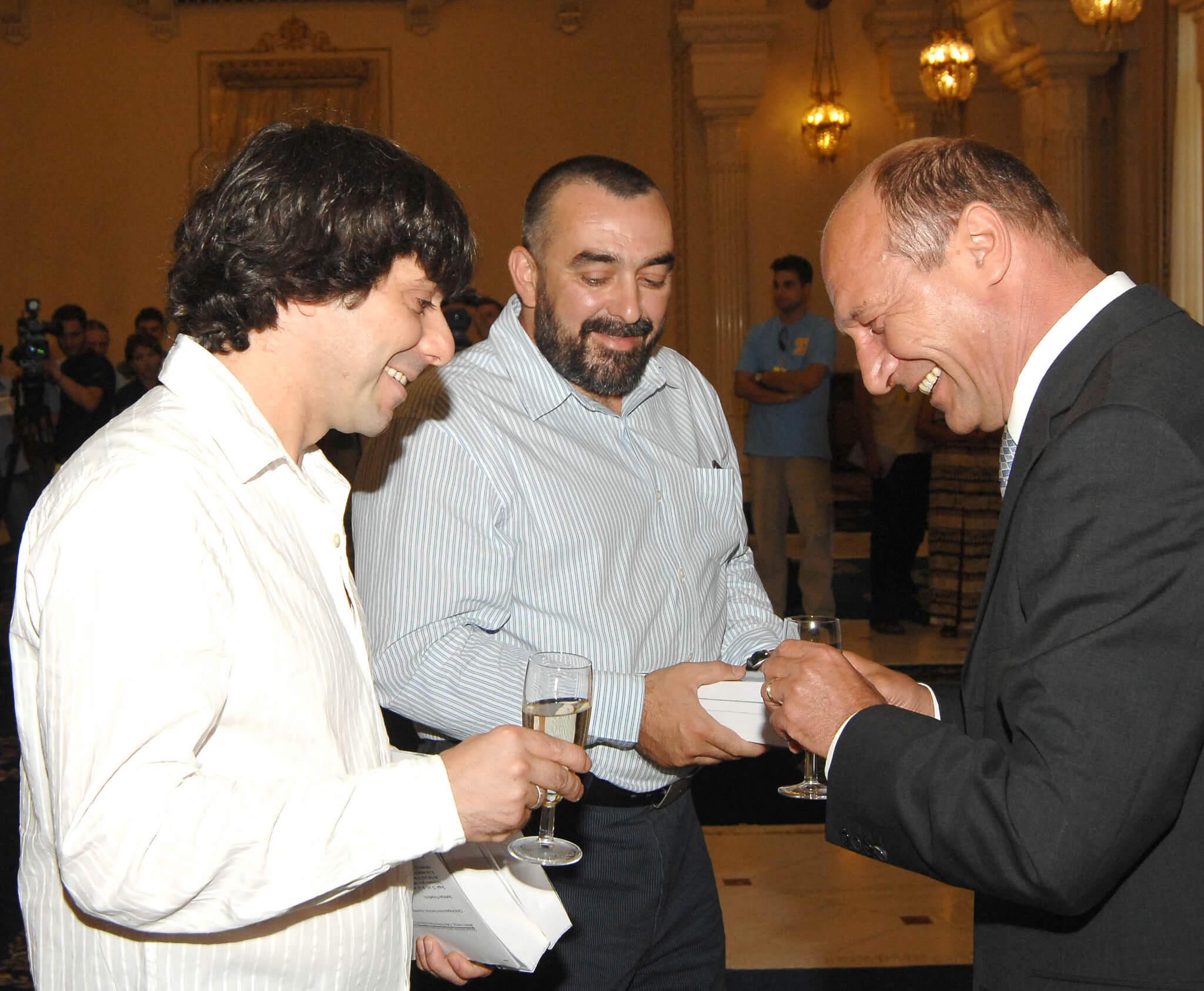 Fratii Roncea si Traian Basescu