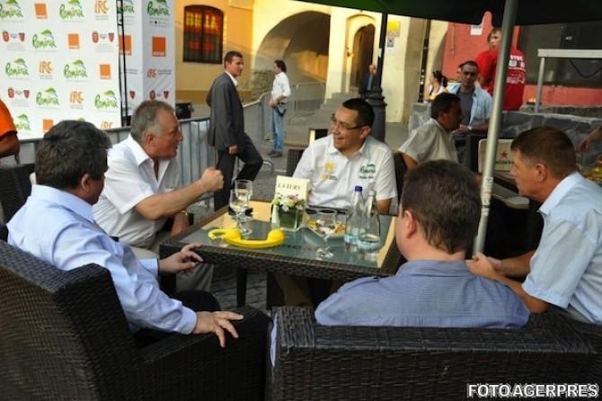 Iohannis si Ponta la aceeasi masa