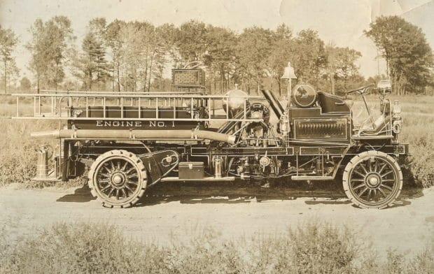 Prima masina de pompieri