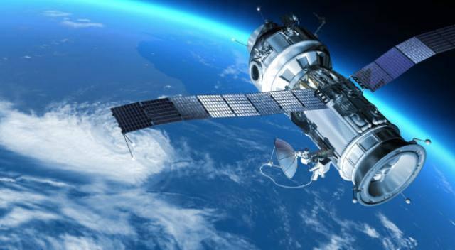 Satelit spatial