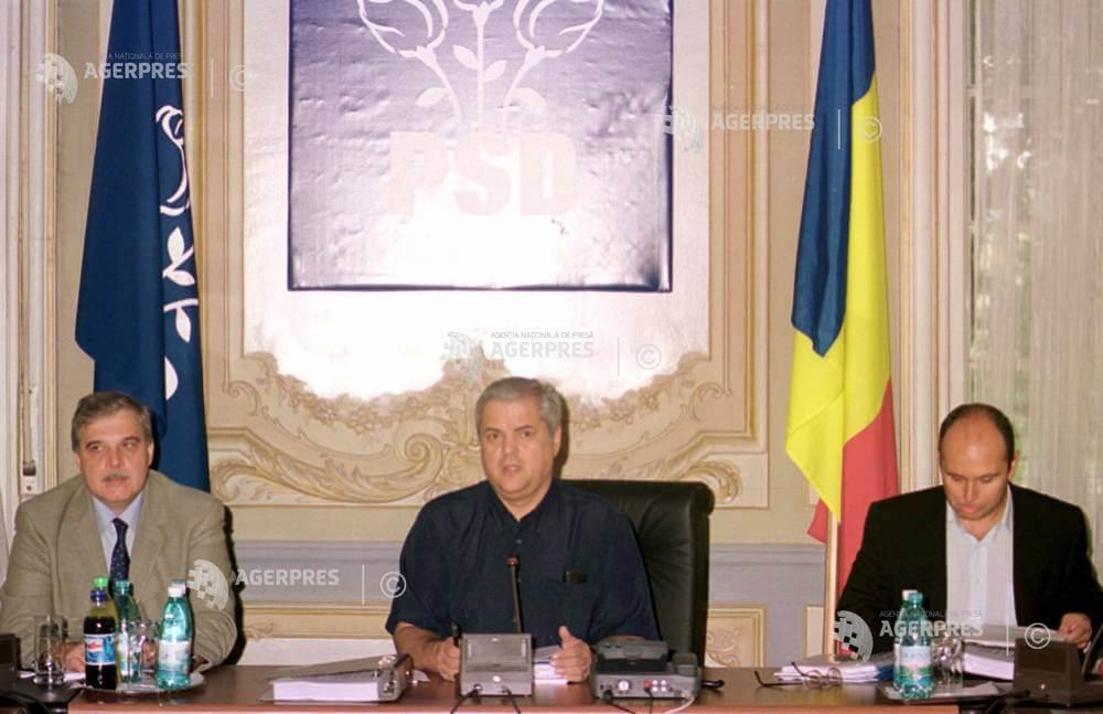 De la stânga: Alexandru Athanasiu, Adrian Năstase, Cosmin Guşă