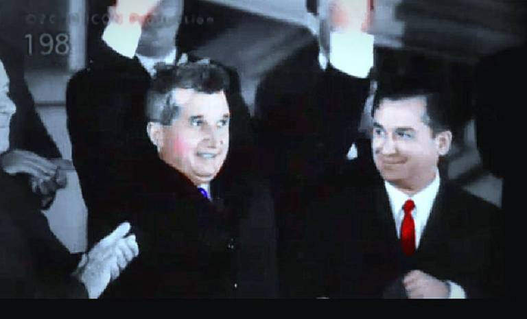 De la stanga: Nicolae Ceausescu si Ion Iliescu
