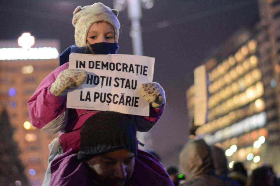 In democratie, hotii stau la puscarie