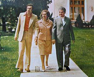De la stanga: Adrian Paunescu, Elena Ceausescu, Nicolae Ceausescu