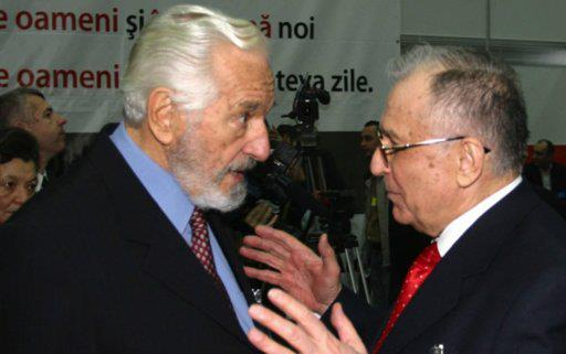 Sergiu Nicolaescu (stanga) si Ion Iliescu